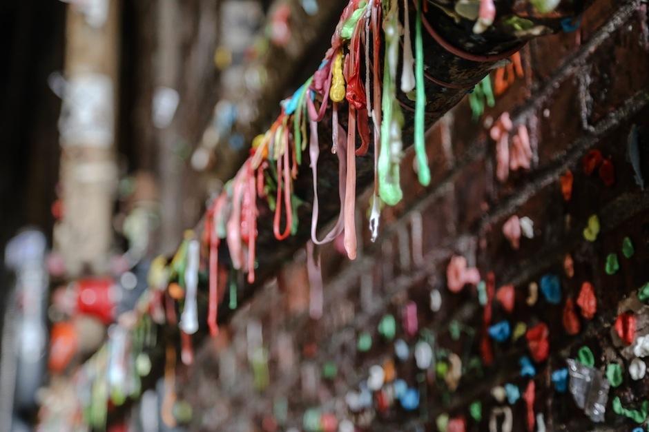 gum-wall-seattle-art-alley