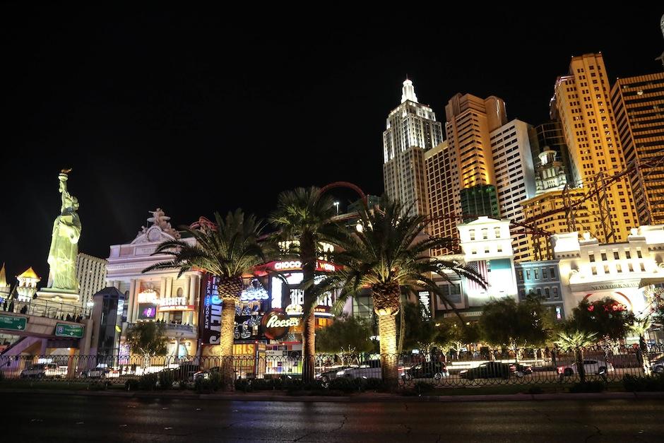 las-vegas-strip-hotel-night-new-york-nevada-usa